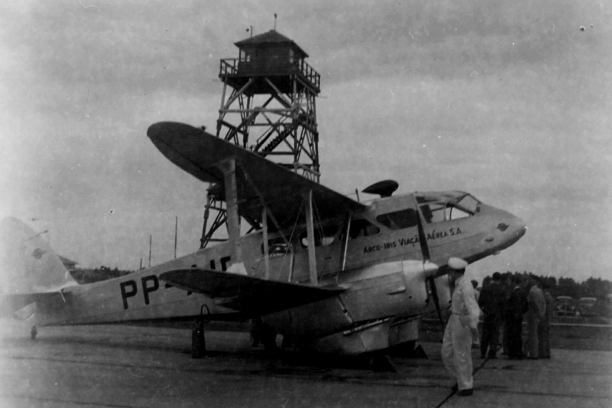 Registro da primeira torre de controle do aeroporto, em 1946. Foto: Reprodução/Facebook/Resgatando a história do Aeroporto Afonso Pena