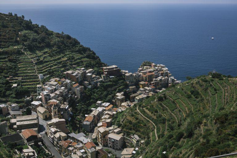 Manarola é uma das cinco aldeias que compõem o famoso Cinque Terre, na Itália.  Foto: Gianni Cipriano/The New York Times.