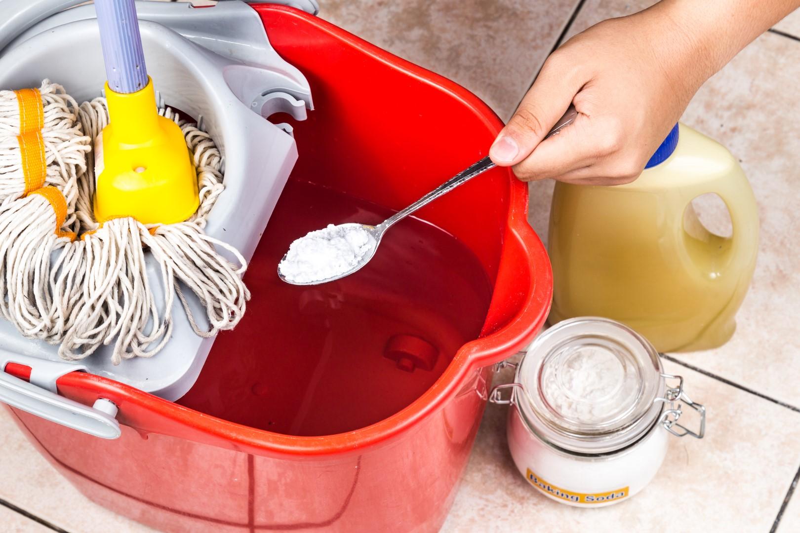 O bicarbonato de sódio é um ótimo produto de limpeza e desodorizador de vários produtos em casa.  Foto: Bigstock.