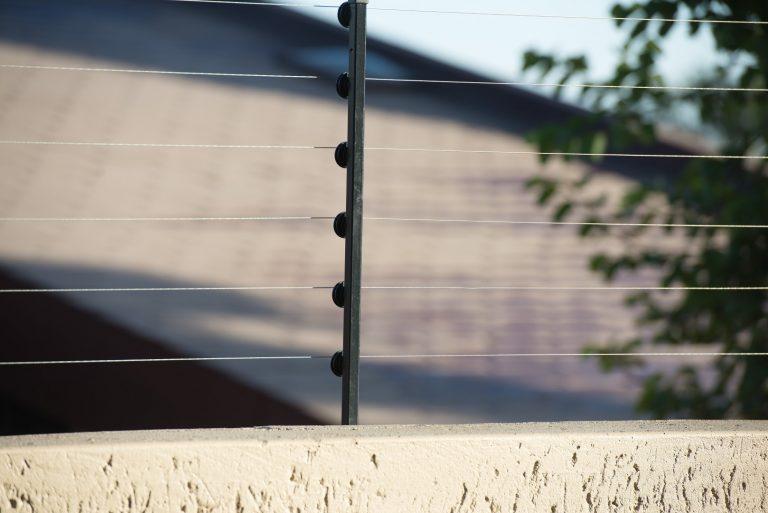 Está em tramitação na Câmara do Deputados novas regras para instalação de cerca elétrica nos imóveis.  Foto: Bigstock