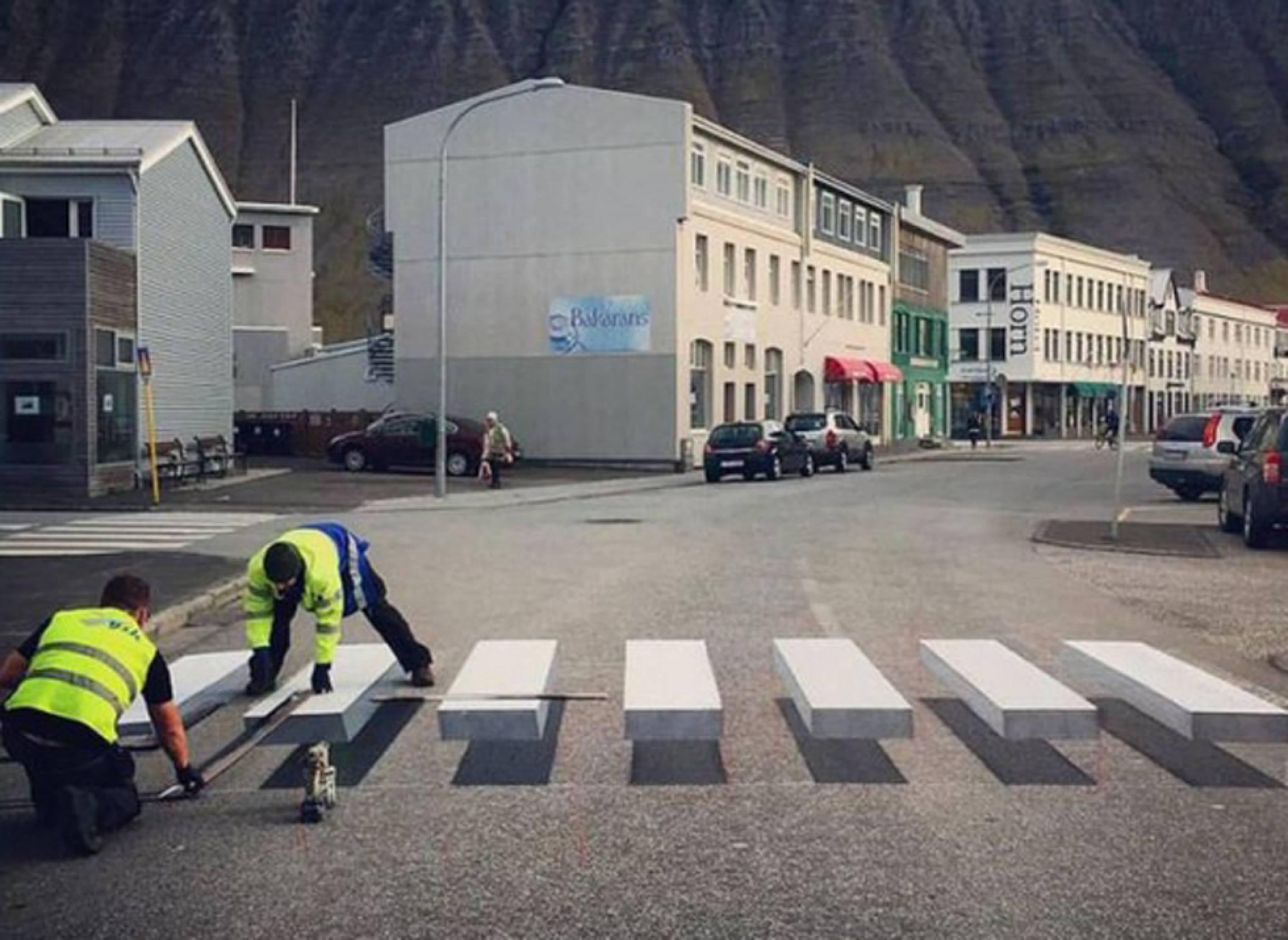 """Faixa de pedestres em 3D """"engana"""" cérebro do motorista para evitar acidentes"""