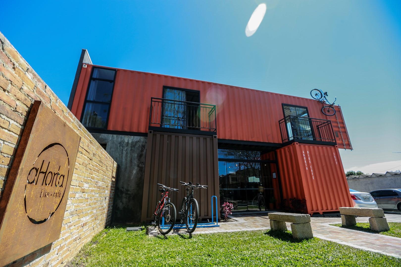 Projeto do A Horta Bike Café foi todo realizado em contêineres. Foto: Jonathan Campos / Gazeta do Povo