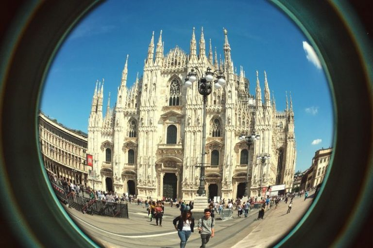 Milão reúne o melhor do design mundial anualmente no Salão Internacional do Móvel. Foto: Pixabay/Reprodução