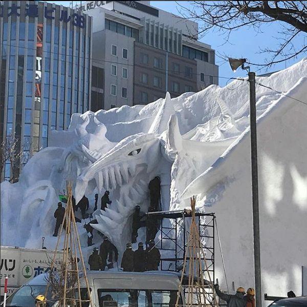 Esculturas de gelo gigantes são atração em festival no Japão