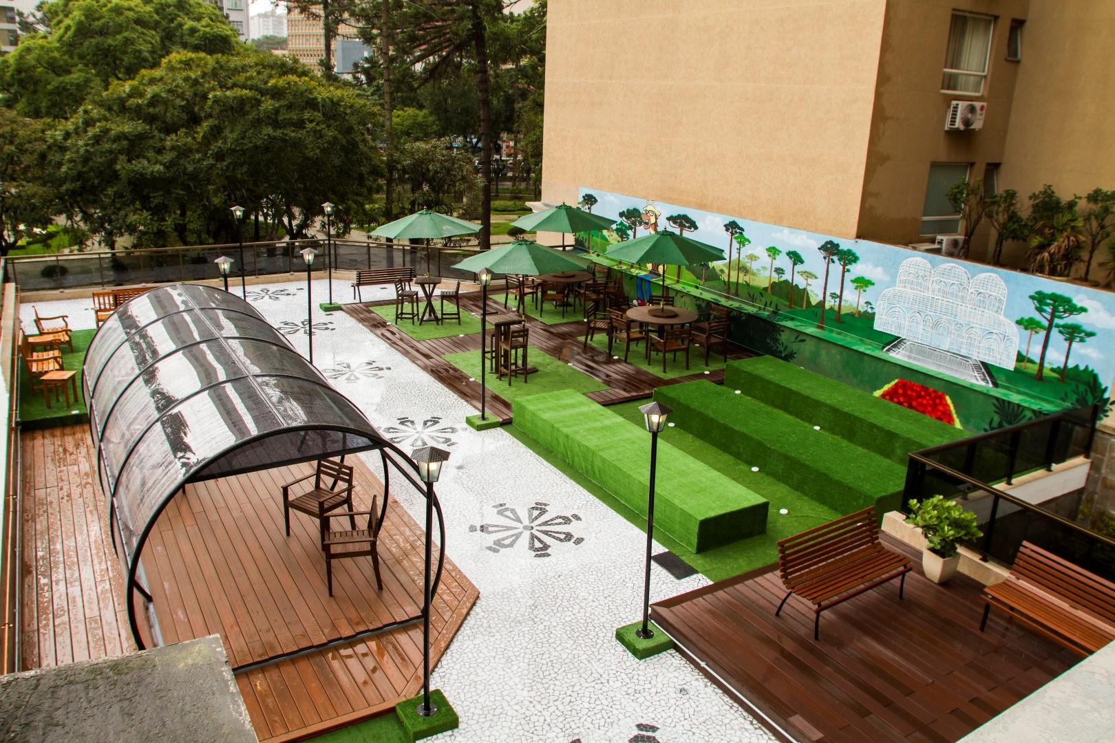 Espaço de convívio em homenagem a Curitiba na sede da MadeiraMadeira. Foto: Ana Gabriella Amorim / Gazeta do Povo