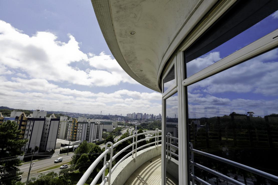 Detalhes da fachada do prédio. Foto: Foto: Marco Charneski / Tribuan do Paraná