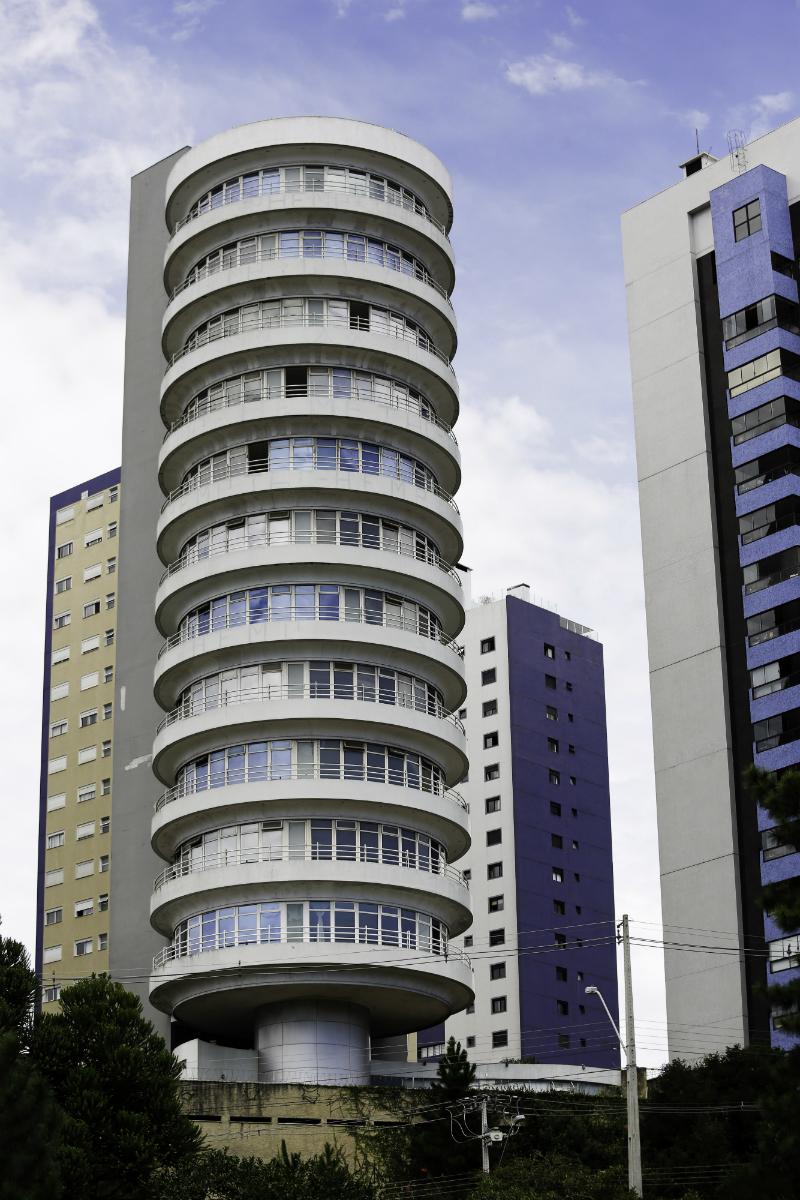 O Suite Vollard é um marco na paisagem de Curitiba e reúne um sem número de lendas urbanas. Foto: Foto: Marco Charneski / Tribuan do Paraná