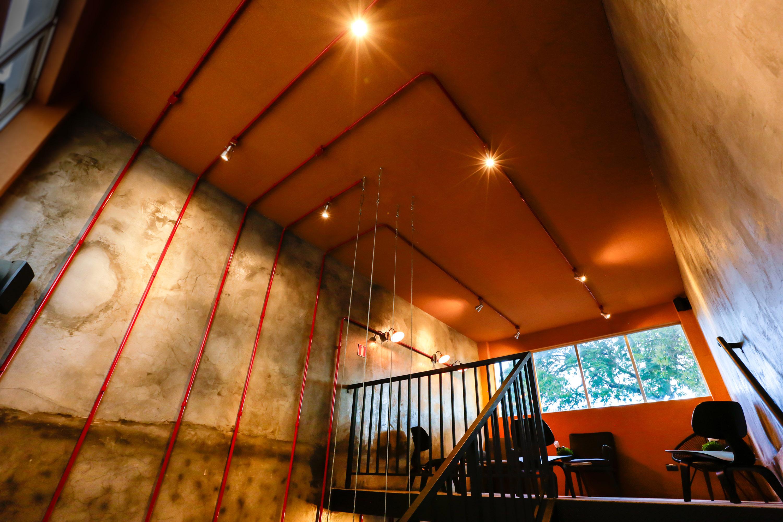 Ambiente do Wine Bar V. foi inspirada em adegas medievais.