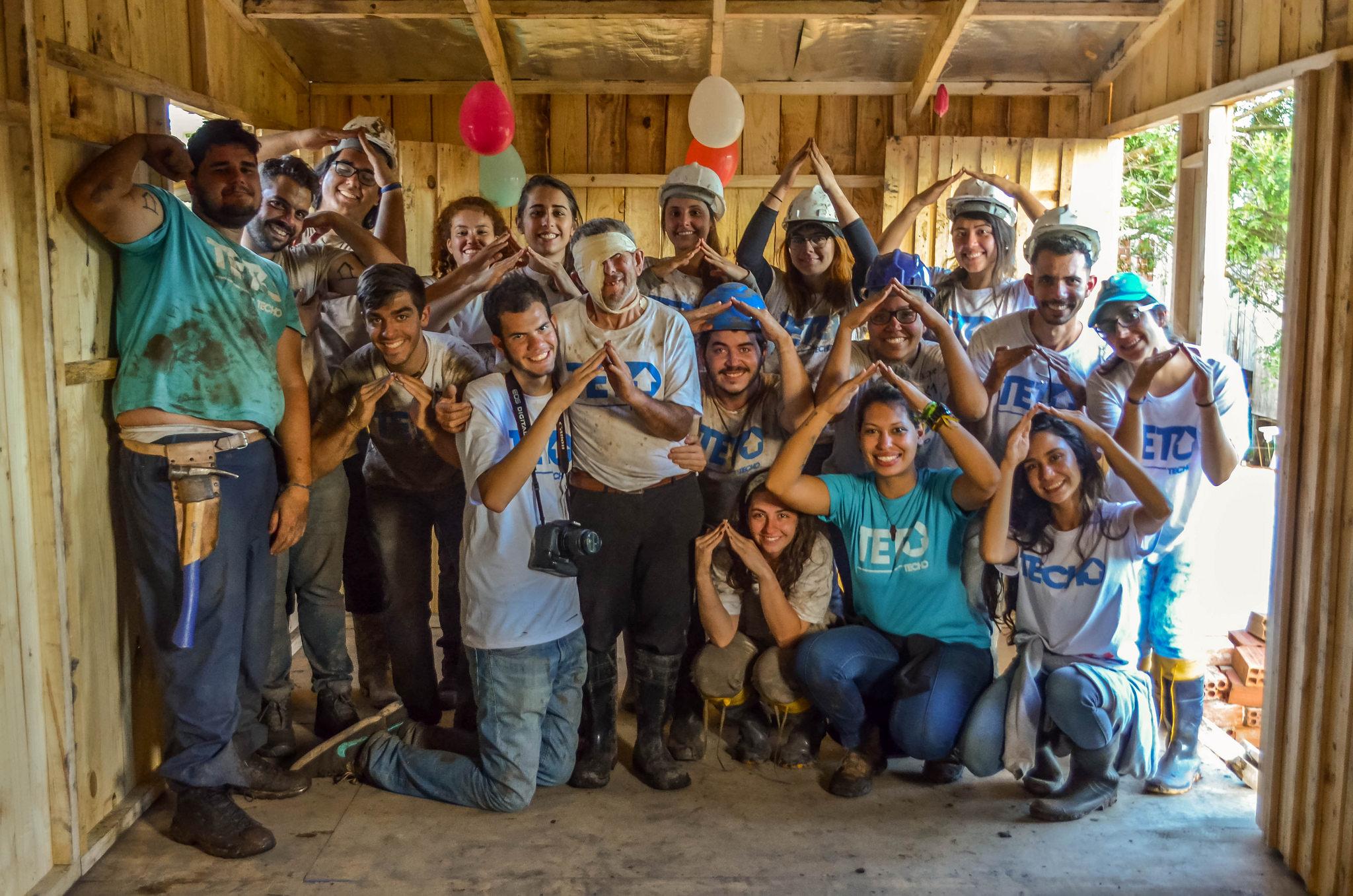 Em 7 e 8 de outubro de 2017, 21 casas foram construídas em conjunto com os moradores nas comunidades do Parolin e Caximba em Curitiba e região metropolitana. Foto: Flickr/Comunicação TETO PR