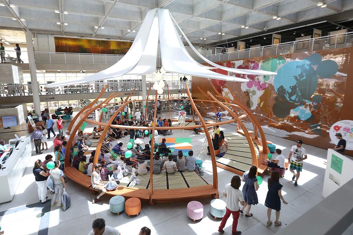 Construída em antigo lixão, biblioteca brasileira concorre a prêmio de melhor do mundo