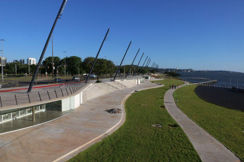 Orla do Guaíba, em Porto Alegre, é revitalizada com projeto assinado por Jaime Lerner