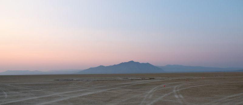 Deserto de Nevada recebe anualmente o festival de contracultura desde a década de 1980. Foto: Shalaco Sching/Reprodução/Archdaily Brasil