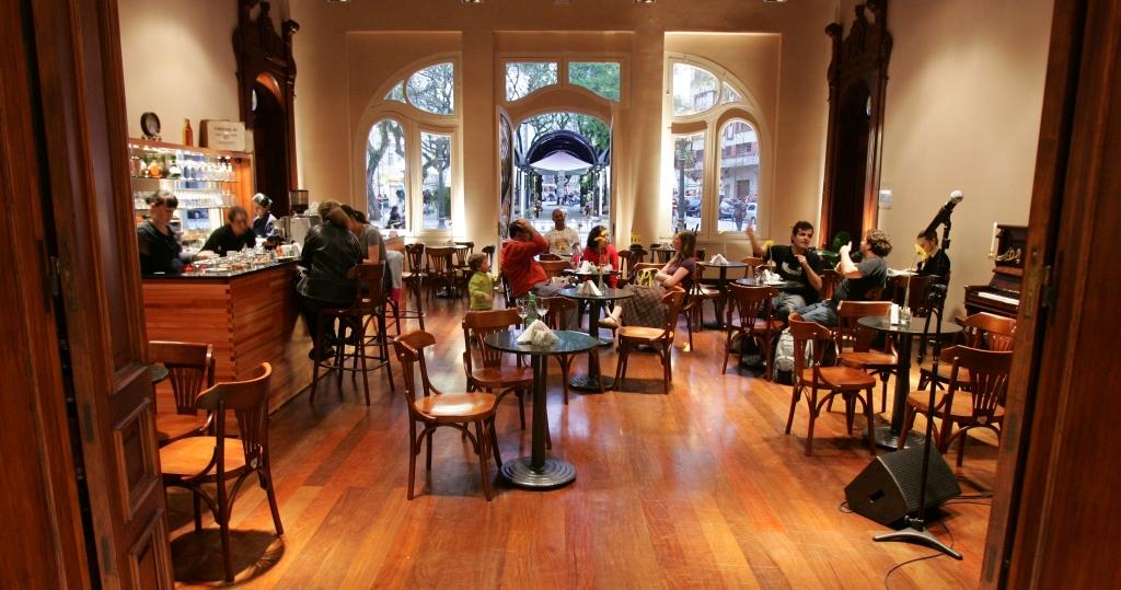 PAÇO MUNICPAL - CURITIBA - 22/10/2009 - VIVER BEM - Roteiro cultural e gastronômico pelo centro da cidade. Na foto café do paço municipal - Foto: Daniel Castellano / AGP / Agência de notícias Gazeta do Povo