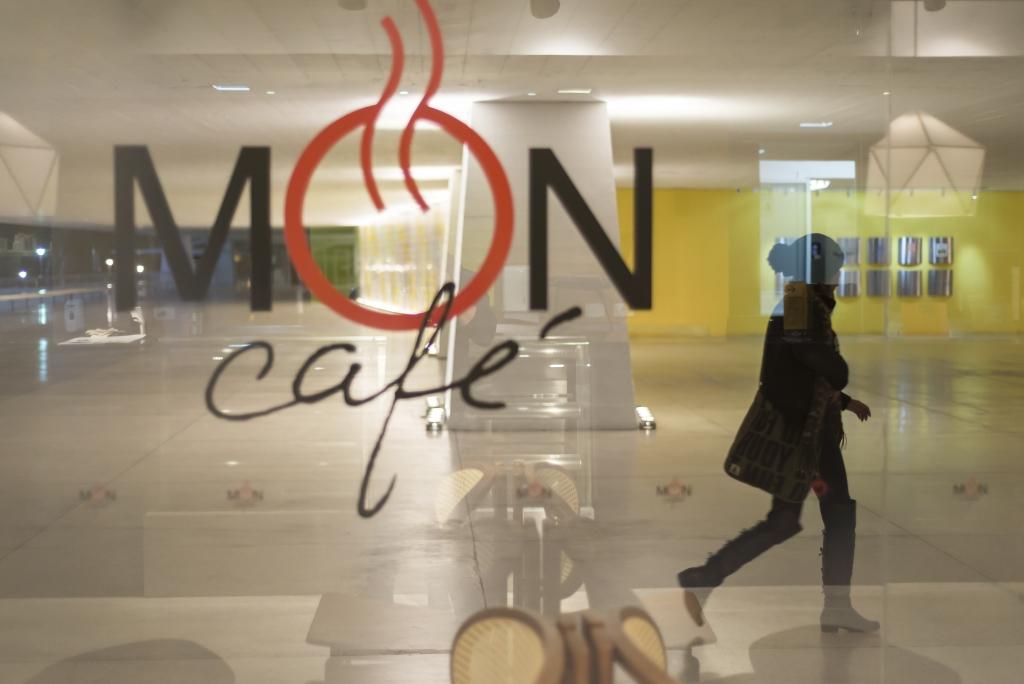Revitalização do café do MON trouxe a linguagem modernista do museu para dentro de suas instalações. Fotos: Fernando Zequinão/Gazeta do Povo
