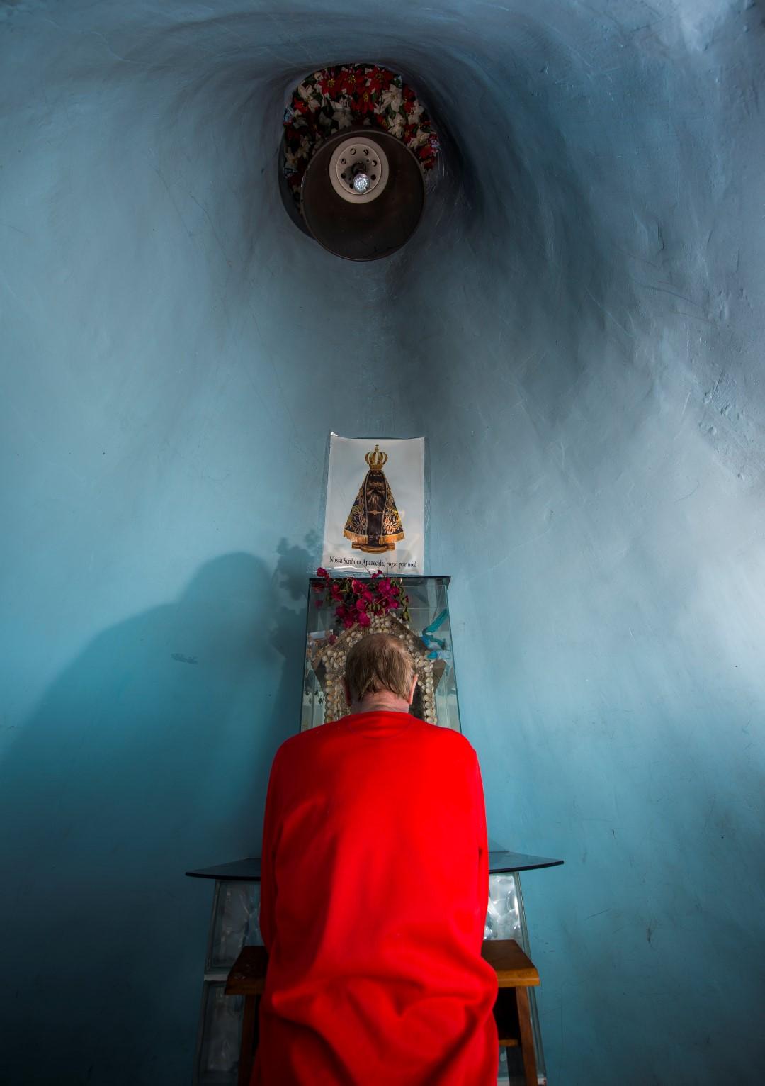 Área da capela fica aberta ao público e recebe até ônibus com turistas. Foto: Letícia Akemi / Gazeta do Povo.