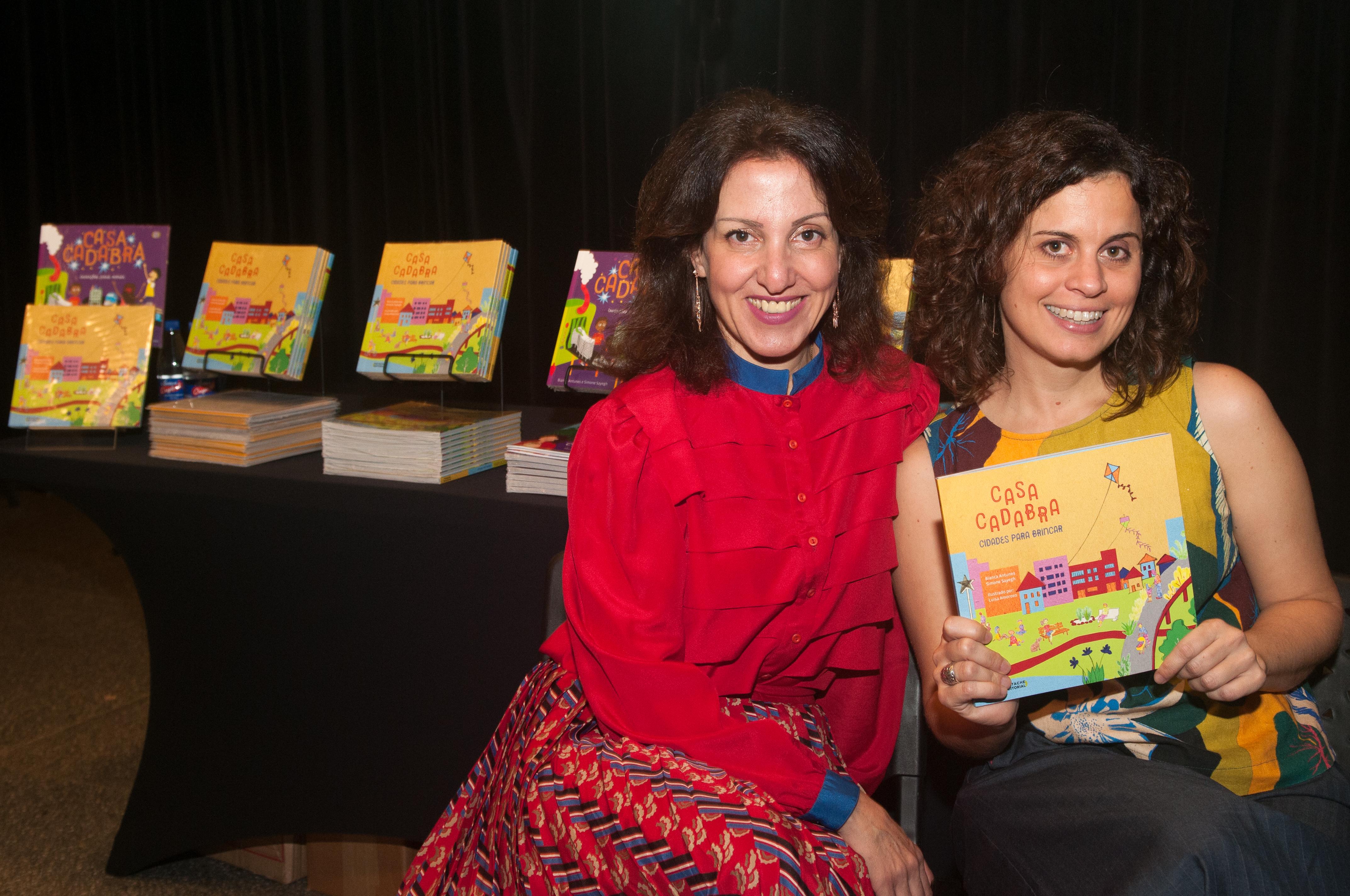 """Bianca Antunes e Simone Sayegh são autoras da série de livros de arquitetura para crianças """"Casacadabra"""". Foto: André Jensen"""