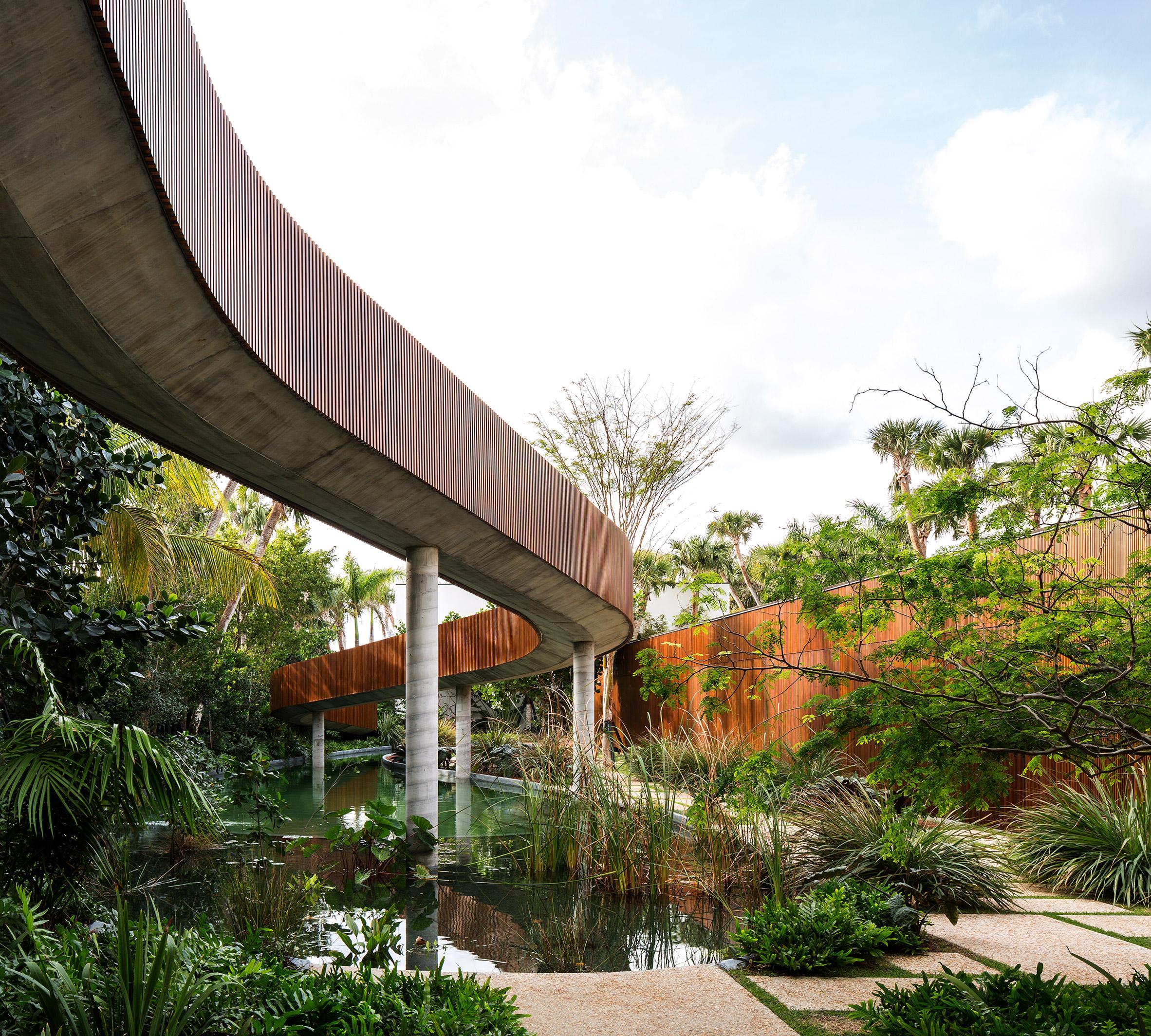 Foto: Arquitetura Studio MK27 - Marcio Kogan + Lair reis. Fotografia: Fran Parente. Interiores: Artefacto + Jader Almeida.