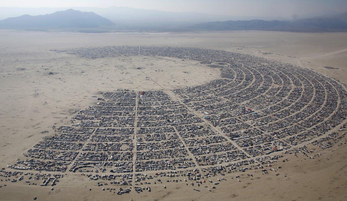 Cidade fantasma é erguida e destruída anualmente para sediar evento. Foto: divulgação