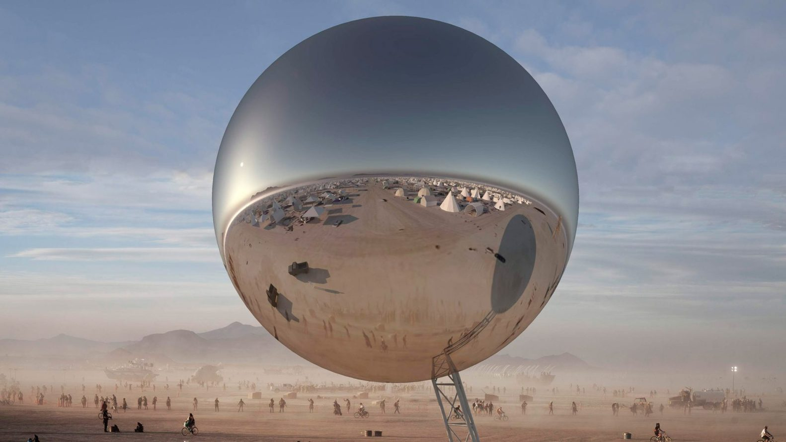 Edição de 2018 do Burning Man teve como atração uma bola espelhada gigante. Foto: divulgação