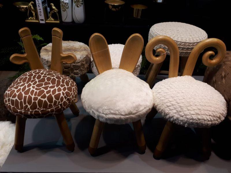 As cadeiras infantis da Lilian Gift Design fazem referência à formas animais.  Confira esse e outros lançamentos da ABCasa.  Fotos: Sharon Abdalla / Gazeta do Povo