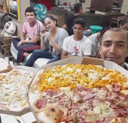 """""""BBB de Rondônia"""": loja de móveis faz prova de resistência valendo uma cama king size e bomba na internet"""