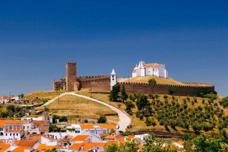 Castelo de Arraiolos, em uma das vilas do Alentejo. Foto: Turismo do Alentejo / Divulgação