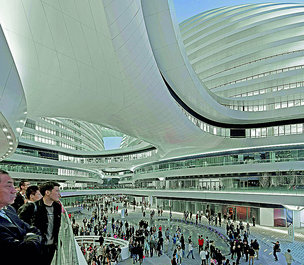 Complexo empresarial Galaxy, na área do Soho, em Pequim, inaugurado em 2012: composição panorâmica de cinco volumes separados, mas contínuos e interligados por passarelas alongadas.