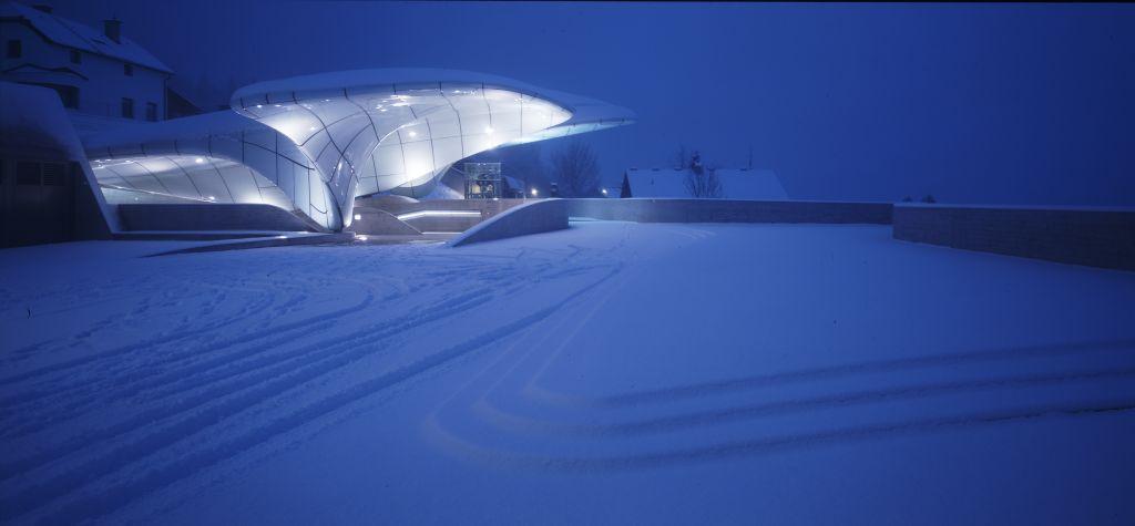 Estação de trem Nordpark, em Innsbruck, na Áustria, inspirada em formações naturais de gelo da região montanhosa em que está localizada.