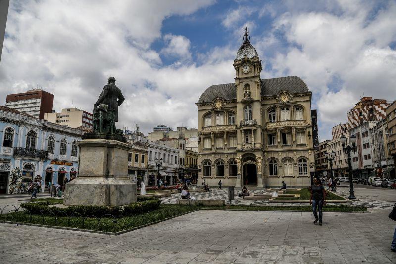 Centro histórico de Curitiba: muito comércio, pouca moradia. Foto: André Rodrigues