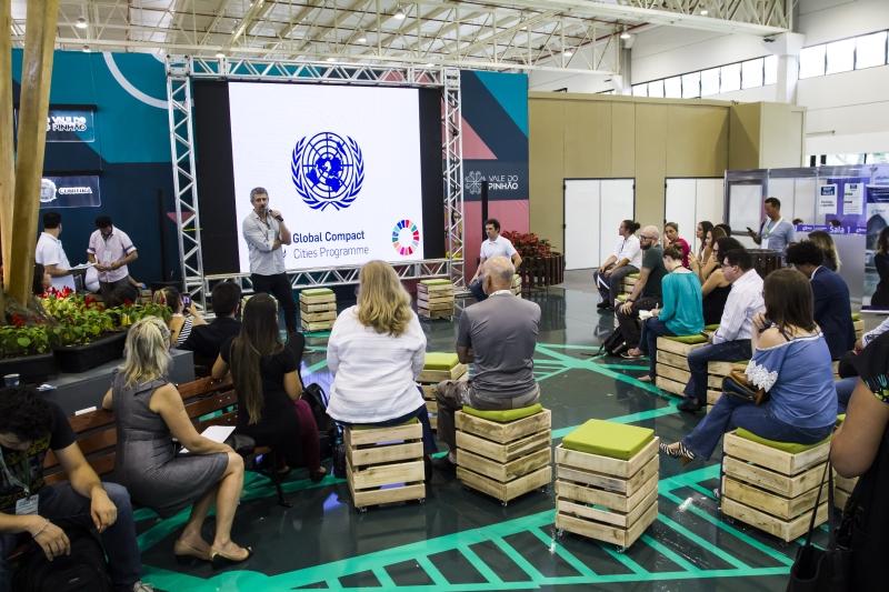 Área de exposição do Smart City Expo Curitiba 2018. Foto: Ana Gabriella Amorim/Gazeta do Povo