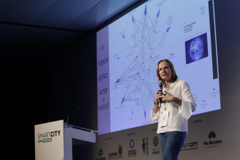 Doutora em urbanismo e referência na área de economia e cidades criativas, Ana Carla Fonseca defende uma conexão mais próxima entre pessoas e cidades. Foto: Michel Willian/Gazeta do Povo