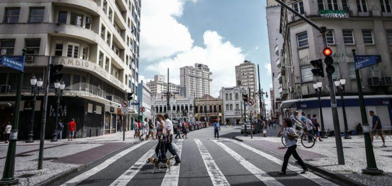 Para Benjamin de la Peña, uma cidade ideal deve oferecer serviços a no máximo 10 minutos de distância a pé. Foto: André Rodrigues/Gazeta do Povo