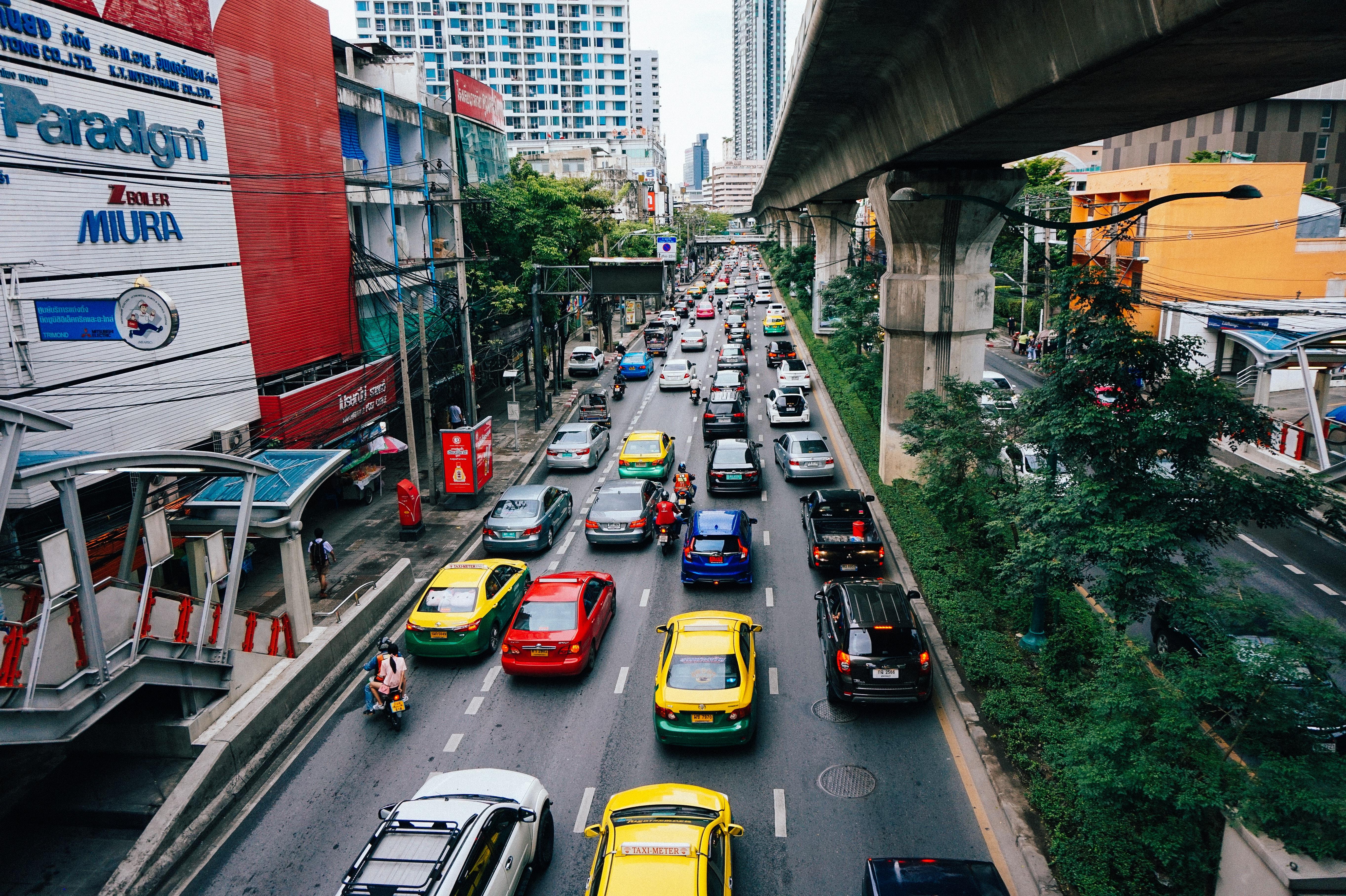 A poluição veicular é uma das grandes vilãs da qualidade do ar. Foto: Connor Williams /  Unsplash