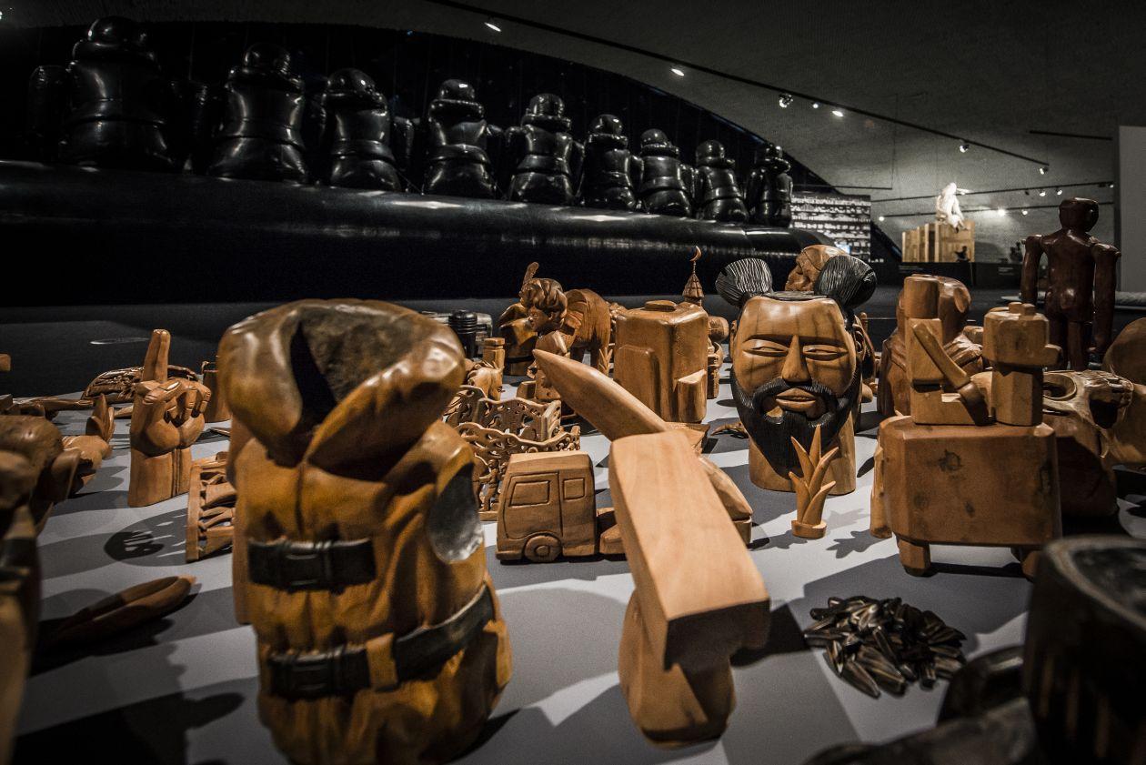 Obras de Juazeiro do Norte (CE) relembram os ex-votos da região e foram feitas em parceria entre artesãos chineses e brasileiros. Foto: Letícia Akemi/Gazeta do Povo