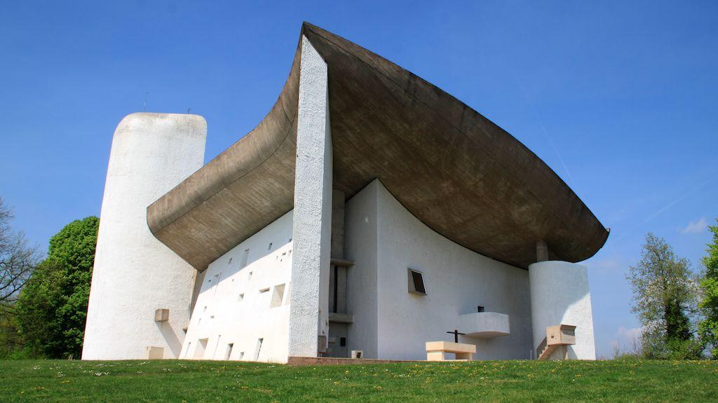 Capela Notre-Dame-du-Haut, localizada na colina de Bourlémont em Ronchamp em Haute-Saône, França. Foto: reprodução