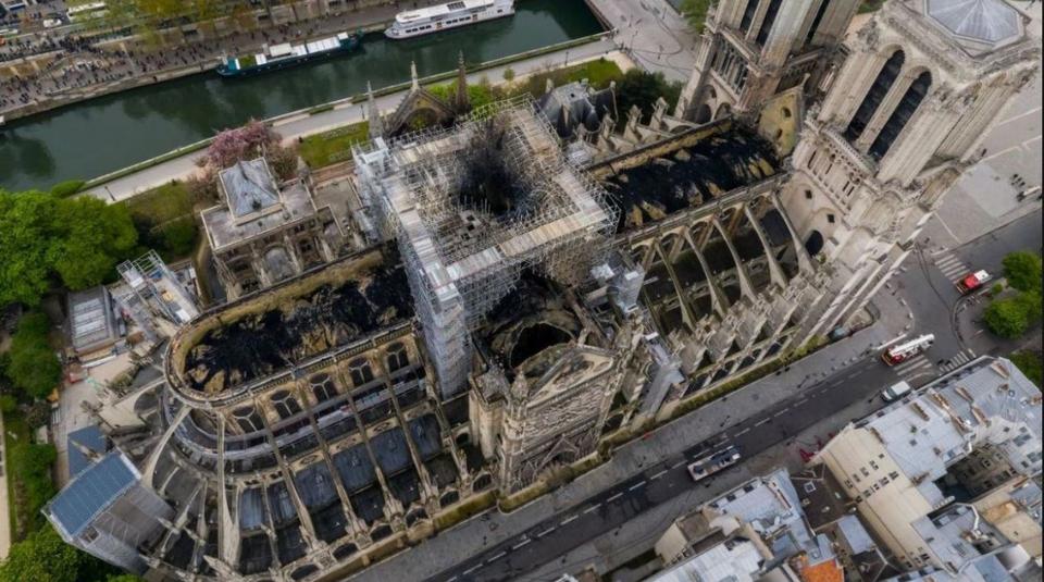 Registro aéreo mostra os estragos causados à Catedral de Notre-Dame pelo incêndio de 15 de abril. Foto: The Art Newspaper/Reprodução