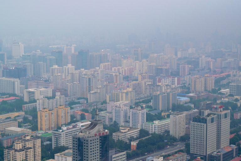 A qualidade do ar na grandes cidades é um problema urbano e de saúde pública. Foto: Unsplash.