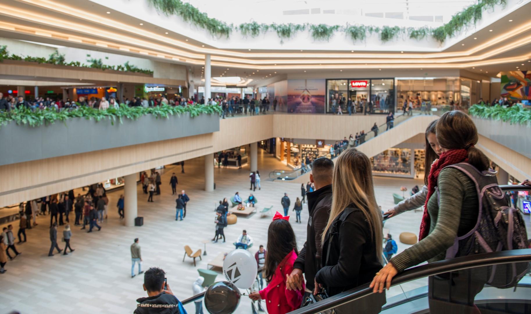 """A planta do shopping foi pensada para que os corredores formassem o número """"oito"""". Foto: Letícia Akemi / Gazeta do Povo"""