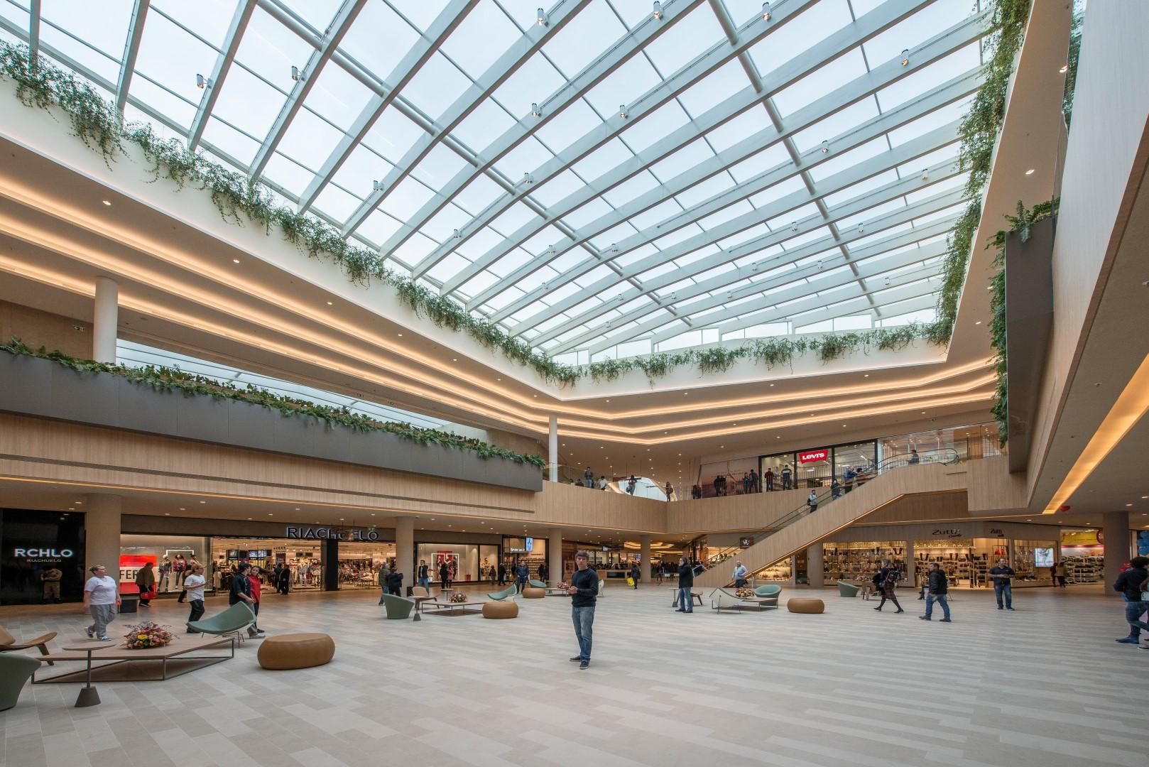 Interior do shopping Jockey Plaza, o maior de Curitiba. Foto: Letícia Akemi / Gazeta do Povo