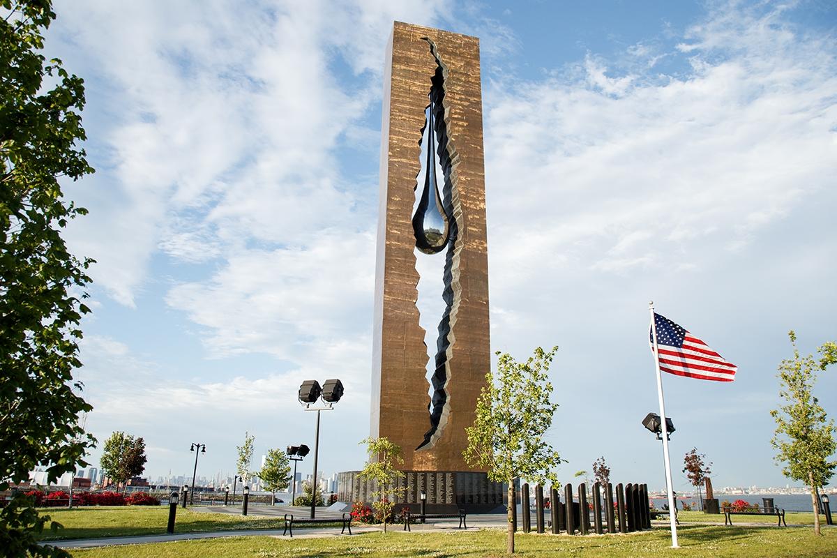 To the Struggle Against World Terrorism, escultura de Zurab Tsereteli presenteada aos EUA. Foto: reprodução