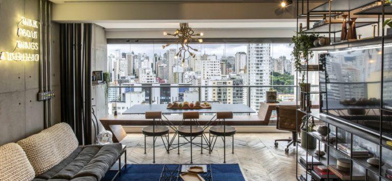 Apartamento de 50 m² teve sua planta reconfigurada com a abertura da varanda. Foto: Rômulo Fialdini