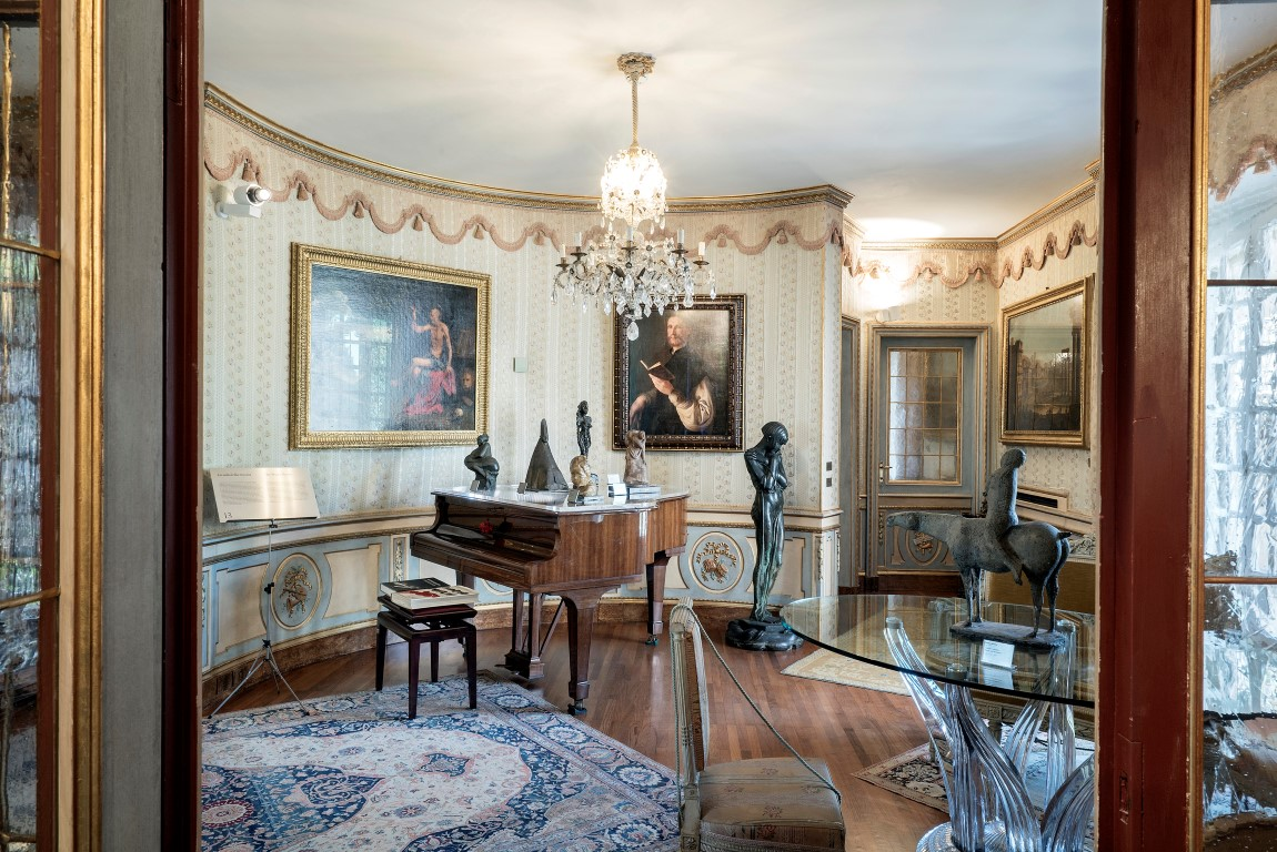 The music room at Francesco Federico Cerruti's villa in Rivoli, Italy, May 1, 2019. After Cerruti's death in 2015, an agreement was reached between a foundation he set up and the Castello di Rivoli Museum of Contemporary Art, just outside Turin, to make his remarkable collection accessible to the public. (Alessandro Grassani/The New York Times)