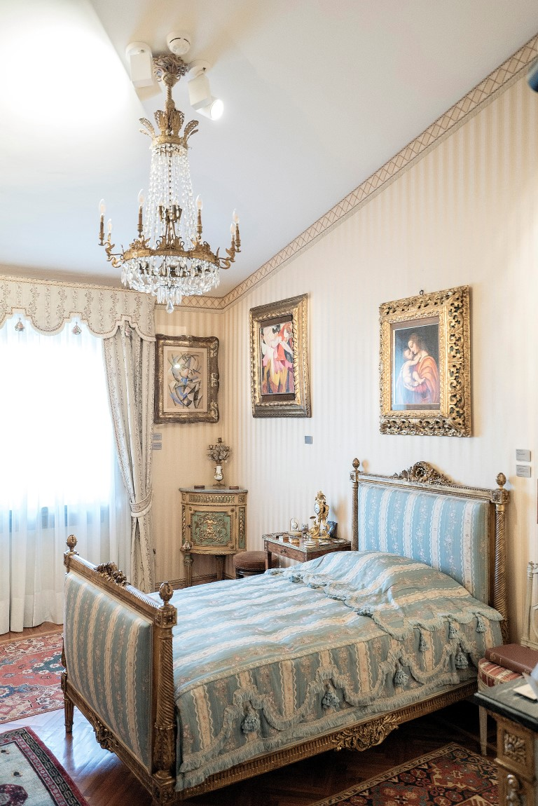 A bedroom at Francesco Federico Cerruti's villa in Rivoli, Italy, May 1, 2019. Few knew that Cerruti, who died in 2015, owned artwork that would later be valued at $600 million. (Alessandro Grassani/The New York Times)