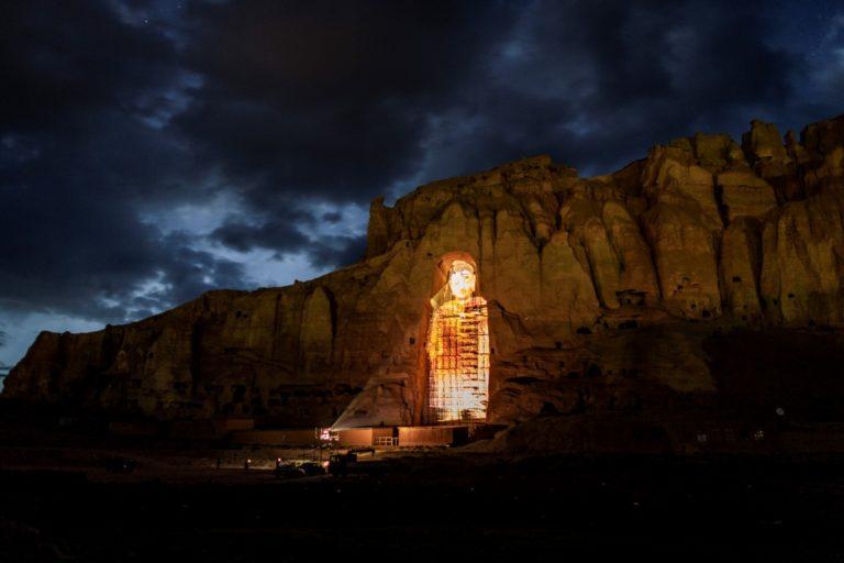 Projeção 3D da estátua de Buda destruída pelo Talibã. Foto: Jim Huylebroek/The New York Times