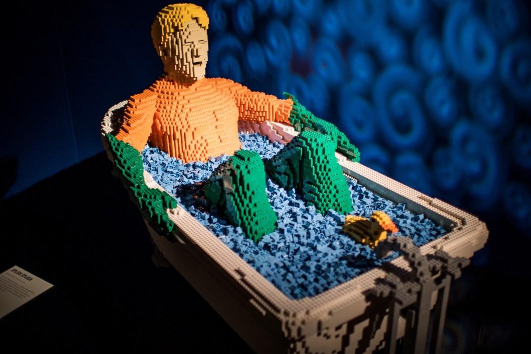 Brasil recebe maior exposição de Lego do mundo com heróis da DC