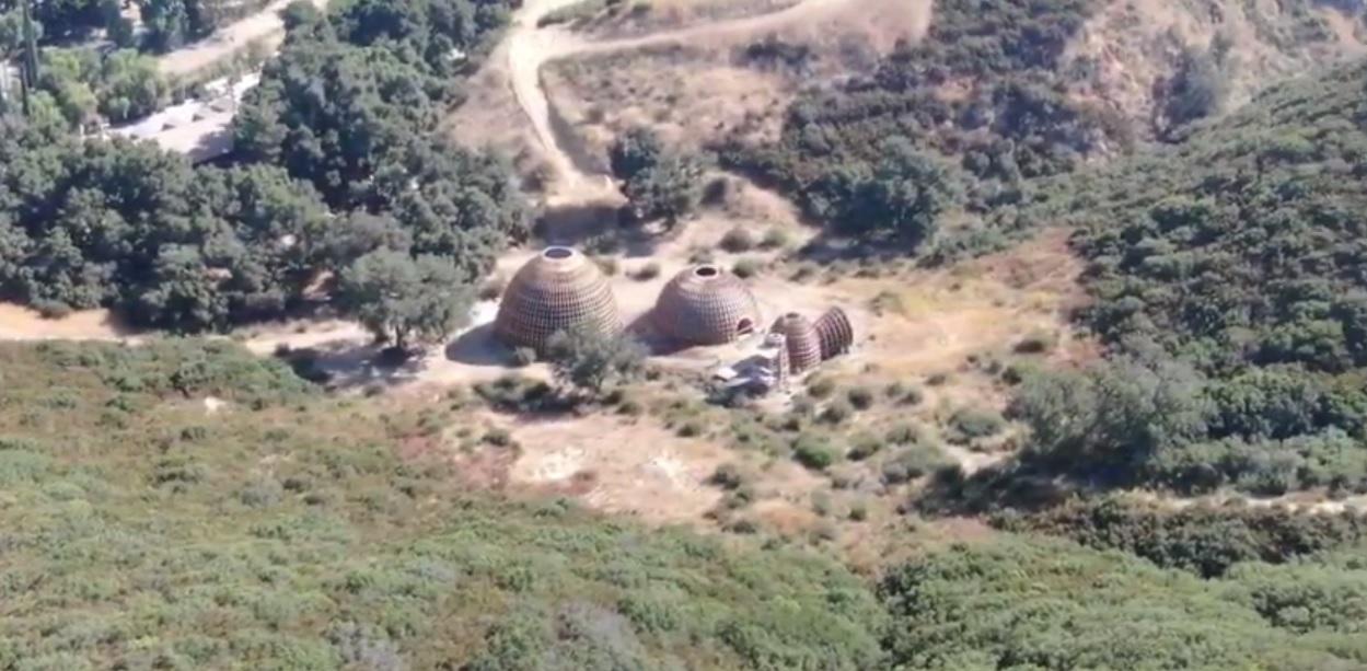 Cantor Kanye West constrói casas inspiradas em Star Wars para desabrigados