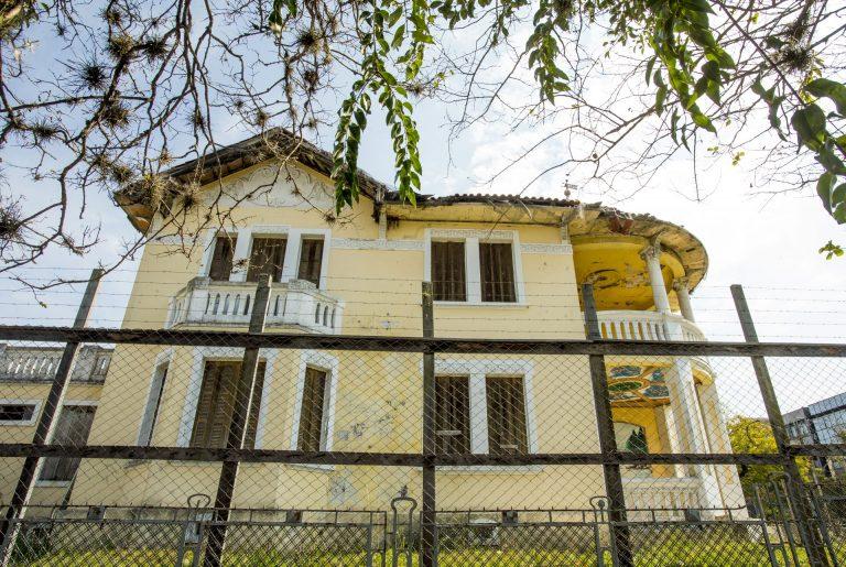 Villa Campo Largo chama a atenção nos arredores da Praça Ouvidor Pardinho. Foto: Hugo Harada/Arquivo/Gazeta do Povo