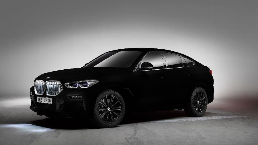 Fotografias do Vantablack X6 têm a impressão de serem desenhos 2D por conta da luz absorvida pela tinta. Foto: divulgação/BMW