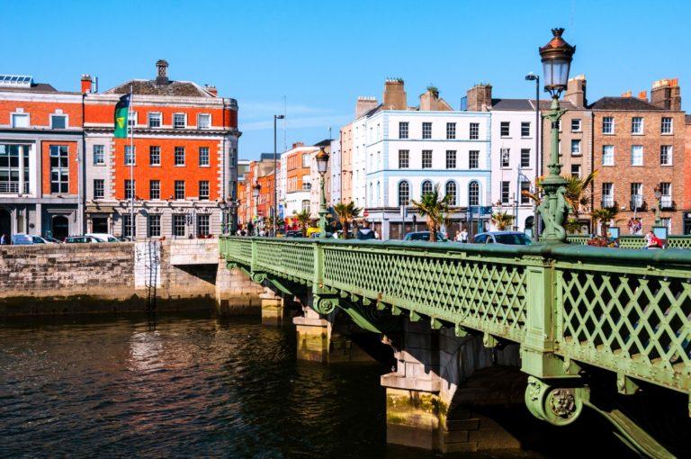 Visão da capital irlandesa a partir da Ponte Grattan. Foto: Bigstock