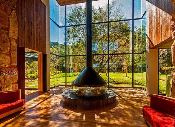 Com materiais raros e jardim ousado, hotel brasileiro ganha prêmio internacional de design e arquitetura